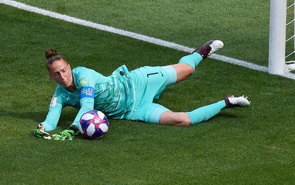 女足世界杯-美国女足2-0荷兰女足蝉联冠军 拉皮诺埃点射拉维尔贴地斩