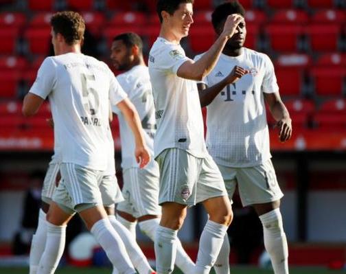 德甲-拜仁2-0击败柏林联豪取联赛7连胜 莱万点球破门帕瓦尔头槌