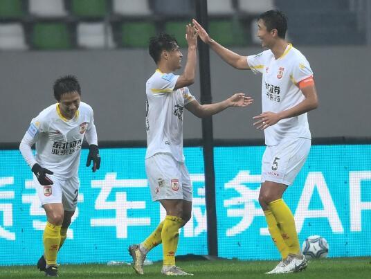 足协杯-长春亚泰4-0大胜上海上港 麦麦提艾力轰世界波