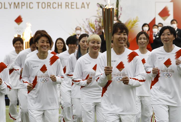 东京奥运火炬传递开始 日女足世界冠军教练跑首棒