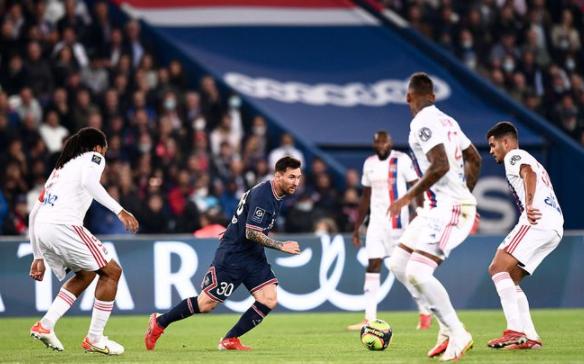 法甲-巴黎2-1逆转里昂 梅西中框内马尔点射二弟绝杀